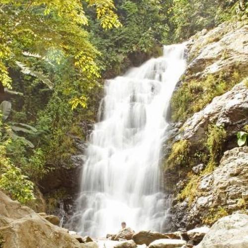 Curug Cipeuteuy, salah satu objek wisata mempesona di Karawang Selatan. (Yuda)