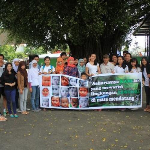 Para Relawan forkadasC+ berfoto bersama kepala BPLHD Jawa Barat