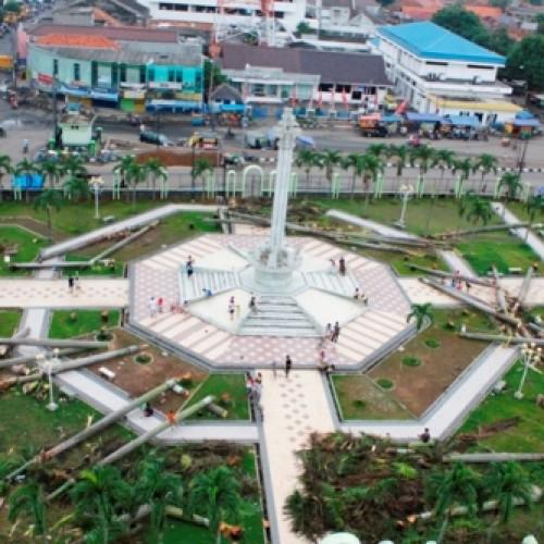 Alun-alun  merupakan pusat kota Karawang. (Foto; Yuda)