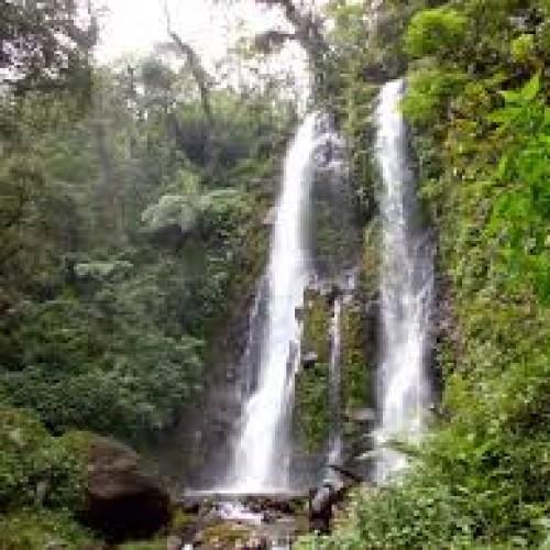 Curug Panganten di Desa Patakaharja,  Ciamis merupakan  air terjun yang jumlahnya sepasang. (Foto; Ist)