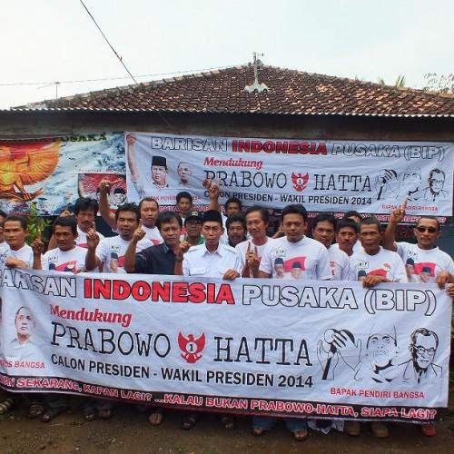 Deklarasi tim pemenangan Prabowo-Hatta yang berlangsung di Dusun Buah Haseum II, Desa Karya Mukti, Kecamatan Lemahabang-Wadas,  Minggu (15/6/14). (Foto; Rosma)