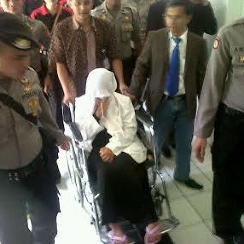 Tersangka Kasus Penculikan Bayi Di RSHS Bandung Di Kawal Petugas