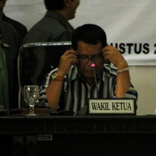 H. Toto Suripto Saat Gladiresik Di Gedung DPRD Karawang. (foto: yuda)