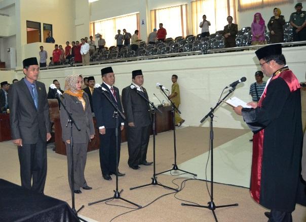 Kepala Pengadilan Negeri membacakan sumpah dihadapan peserta lantik
