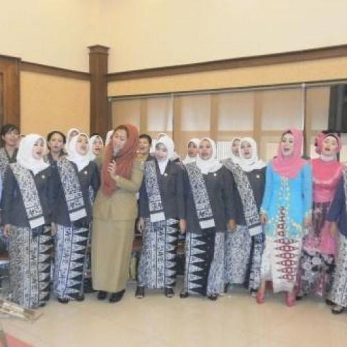Wakil Bupati Karawang, Dr. Cellica Nurachadiana Bersama Para Anggota IBI Cabang Karawang
