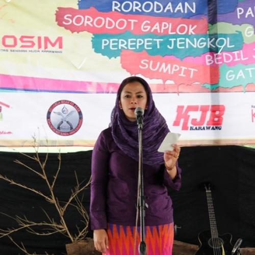 Wakil Bupati Karawang, dr. Cellica Nurachadiana Saat Memberikan Sambutan Dalam Festival Kaulinan Budak Lembur