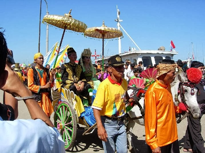 upacara adat labuh saji dari pelabuhan ratu kabupaten