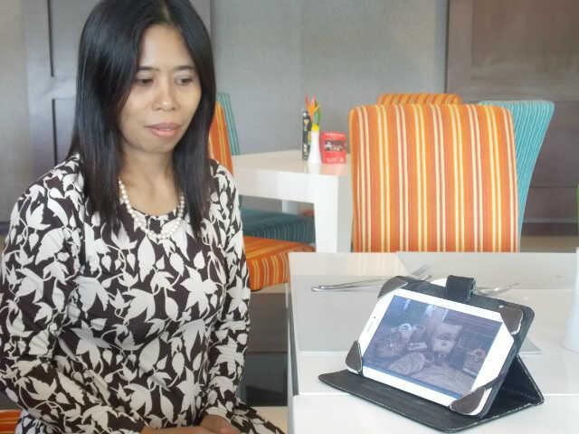 ibu ina salah satu pengusaha  kerajinan eceng Gondok yang karyanya di minati para infestor luar negri dan terjual sampai dengan afrika selatan  (Madagaskar)