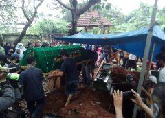 Tangis Histeris Keluarga dan Sahabat, Iringi Pemakaman Remaja Korban Pembunuhan